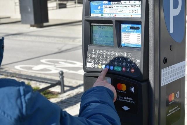Łódzkie parkomaty obsługują obecnie tylko dwie aplikacje do mobilnych płatności.