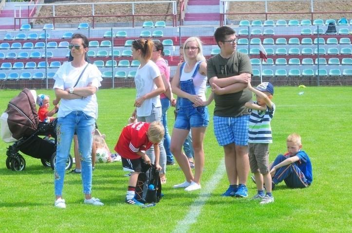 Piłkarska zabawa najmłodszych [GALERIA ZDJĘĆ, WIDEO]