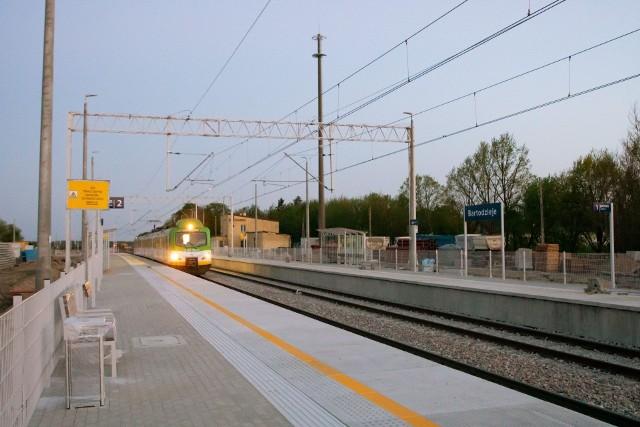 Pociąg testowy na przystanku Bartodzieje, stąd jest już tylko niespełna 20 kilometrów do dworca PKP w Radomiu.