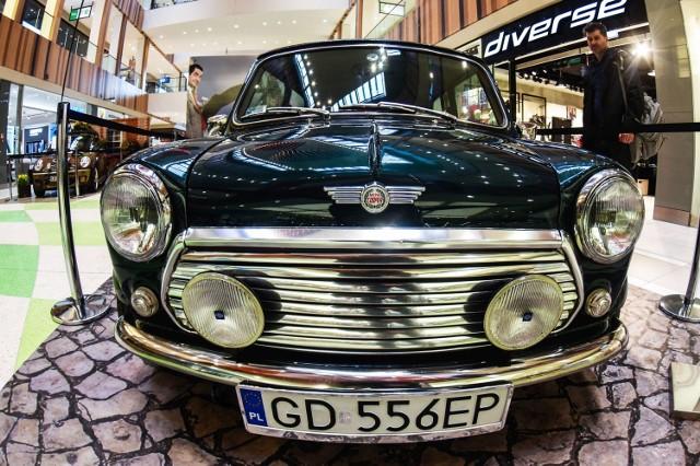 Wystawa Mini Morris'ów w bydgoskich Zielonych Arkadach. Pomimo swojego rozmiaru jest jednym z najpopularniejszych na świecie samochodów. Za jego kółkiem zasiadali Beatlesi, Kate Moss a nawet królowa Elżbieta II.