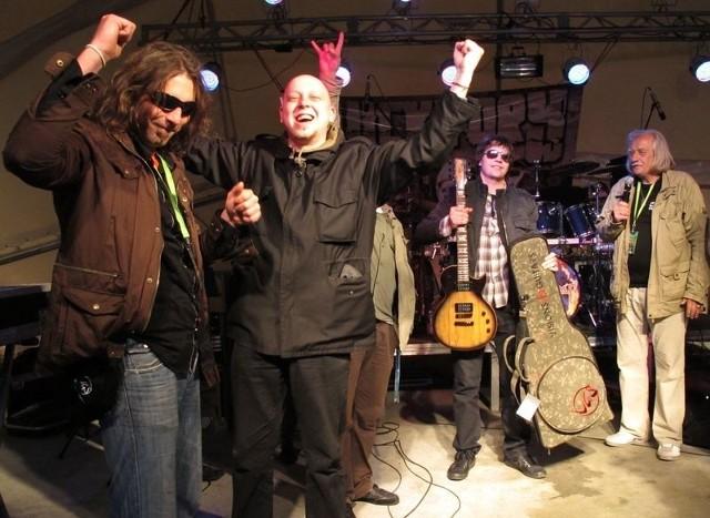 Zwycięzcy festiwalu – zespół Absynth z Tarnowskich Gór nie kryli radości z wygranej. Dostali też nagrodę dla najlepszego gitarzysty.