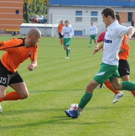 Derby były bardzo ciekawe. Za chwilę Adrian Jeremicz ogra Andrzeja Bednarza i strzeli drugiego gola.