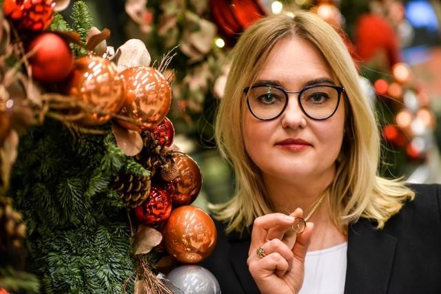 Magdalena Adamowicz:  To obrączka Pawła. Stale ją noszę