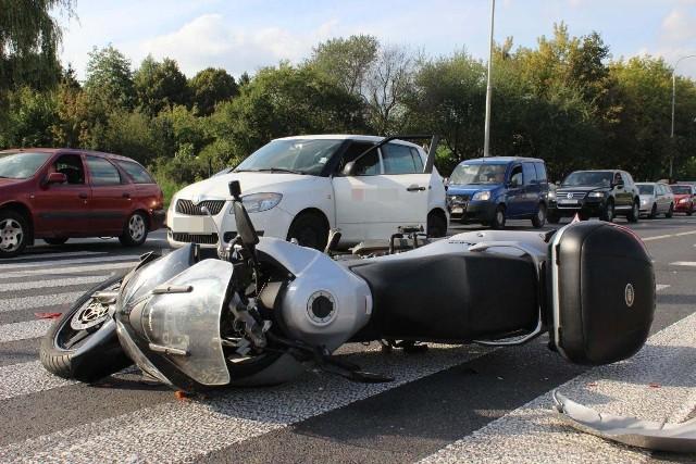 W wypadku na al. Włókniarzy ranny został motocyklista