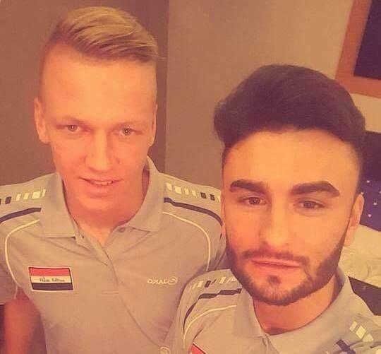 Kais Al Ani (z lewej) z jednym z kolegów z reprezentacji Iraku