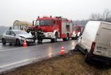 Wypadek w Kościelnej Wsi: Zderzenie dwóch aut na krajowej 12 [ZDJĘCIA]
