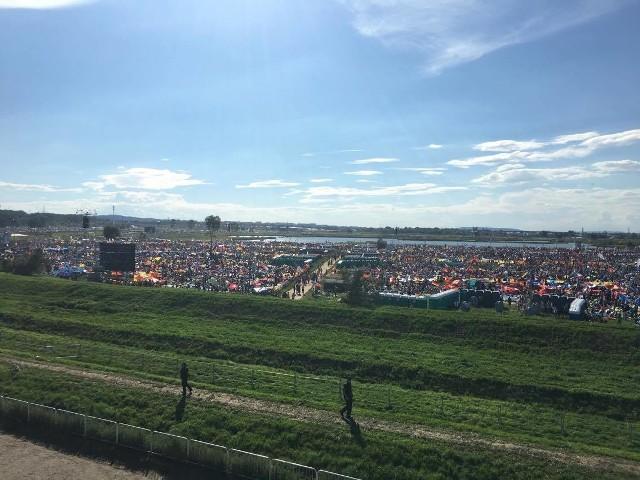 Tłumy pielgrzymów w Brzegach