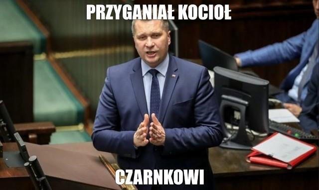 Minister Czarnek zapowiada walkę z otyłością u dzieci wracających do szkół. Internauci odpowiadają w memach.