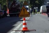 Zakopianka. Kraków-Myślenice. Samochód ciężarowy stracił przyczepę. Drewno blokuje drogę