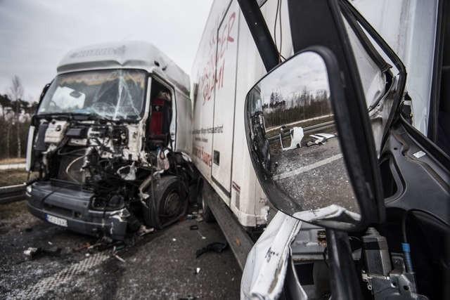 Do zderzenie trzech samochodów dostawczych doszło na węźle Czerniewice.