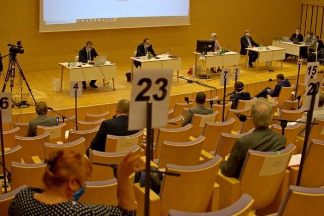 Ostra dyskusja o finansach podczas sesji Rady Miasta Gdyni w środę, 30.09.2020 r.