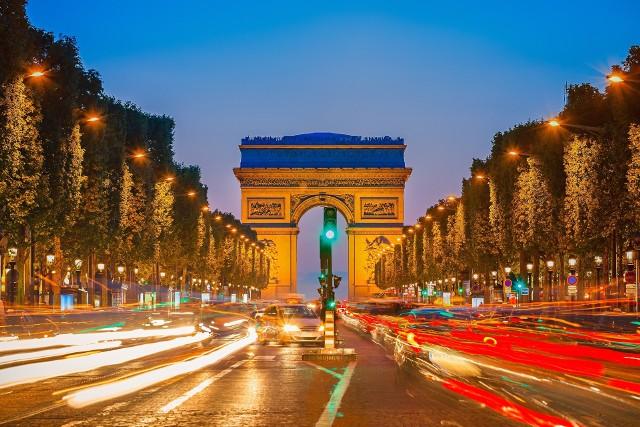 O romantycznych chwilach u podnóża Wieży Eiffla, rejsie po Sekwanie czy spacerze ulicami artystycznej dzielnicy Montmartre marzy 37 proc. ankietowanych w naszym kraju.