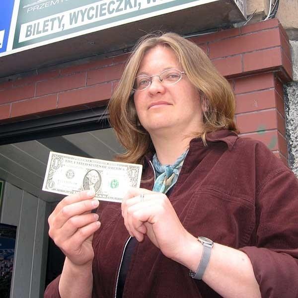 - Zdobyć drobne banknoty dolarowe w naszym mieście jest sztuką - mówi Dorota Koman, właścicielka Przemyskiego Biura Podróży Bukowina.