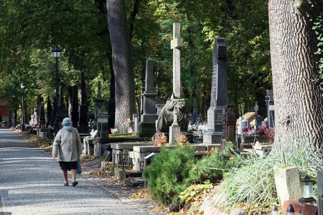 Tegoroczna kwesta na rzecz ratowania zabytkowych nagrobków nie odbędzie się w tradycyjnej formie na cmentarzu przy ul. Lipowej