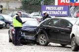 Uderzył w zaparkowane auta i uciekł pieszo z miejsca wypadku