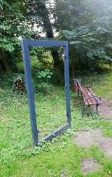 Wandale zniszczyli tablicę informacyjną w Brodach. Wójt gminy wyznaczył nagrodę