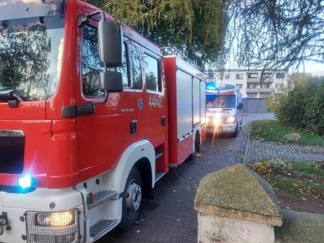 Strażacy na miejscu wykonali pomiar, który wskazał niebezpieczne stężenie czadu w mieszkaniu kobiety. Zobacz zdjęcia z miejsca zdarzenia -->