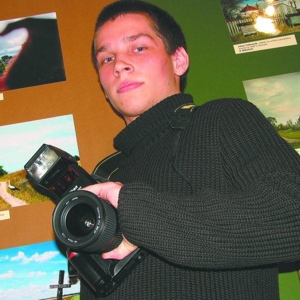 Mateusz Zakrzewski oczarował jurorów tryptykiem zdjęć zrobionych w okolicach i Zawad i... na własnym balkonie.