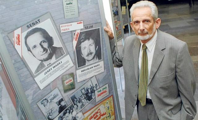 Prof. Jerzy Madej na tle wyborczych plakatów  z  roku 1989. - Nasza kampania  była  pionierska i bardziej budziła nasz niepokój co do końcowego wyniku niż dawała pewność  zwycięstwa - mówi