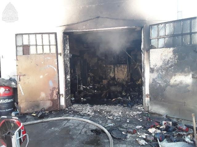 W poniedziałek (27 kwietnia) przed godz. 9 na Bałutach wybuchł pożar. W ogniu stanął warsztat firmy blacharsko-lakierniczej znajdujący się przy ul. Polnej 7, nieopodal Lidla.