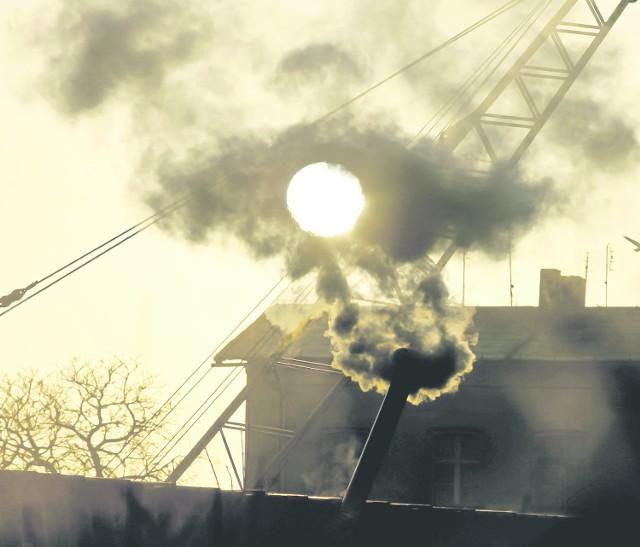 Palenie w piecach to jedno z głównych źródeł zanieczyszczenia