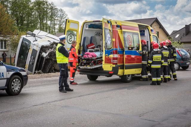 Kierowca cysterny nie wyhamował i uderzył w tył osobówki (zdjęcie poglądowe).
