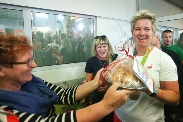 Anita Włodarczyk po powrocie z Rio marzyła o polskim jedzeniu. Fantazja spełniła się już na lotnisku.