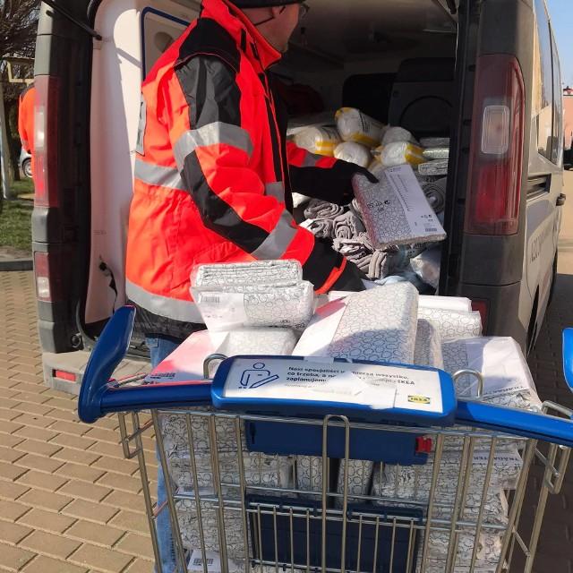 Łóżka, materace, kołdry i pościele przekazał szpitalom i stacjom pogotowia ratunkowego w regionie lubelski sklep IKEA.