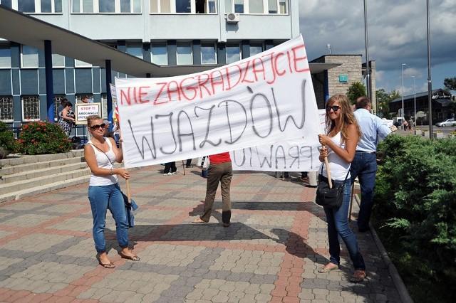 Protest przed Urzędem Miejskim.