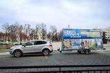 """Częstochowa: Specjalny samochód jeździ po mieście i zachęca mieszkańców do pozostania w domach. To akcja """"Często... Chowa się w domach"""""""