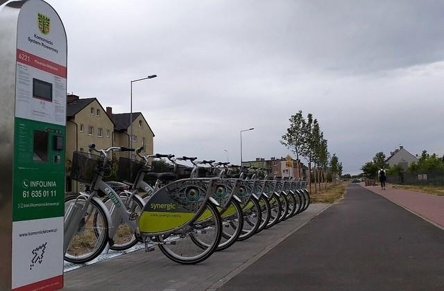 Od poniedziałku mieszkańcy gminy Komorniki mogą korzystać z systemu rowerów miejskich. Pierwsze dwie stacje znajdują się w Plewiskach.