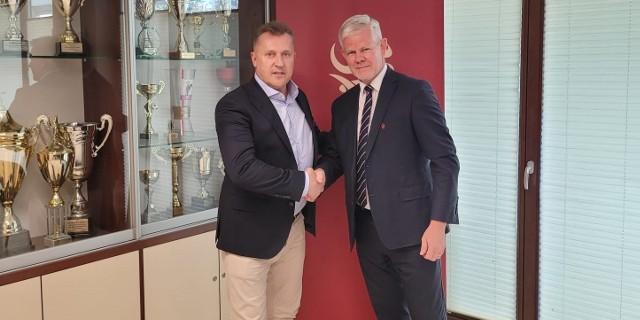 Cezary Kulesza także dzięki baronom zebrał aż 40 poparć. Na zdjęciu z Adamem Kaźmierczakiem, szefem Łódzkiego ZPN, desygnowanym na kandydata na wiceprezesa PZPN ds. piłki amatorskiej.
