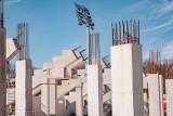 Koronawirus nie zatrzymuje budowy stadionu ŁKS! Wkrótce powstaną konstrukcje pod zadaszenie trybun. DZISIEJSZE ZDJĘCIA z budowy