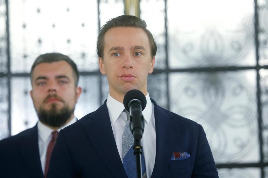 Krzysztof Bosak: Głosowałem na mniejsze zło. Beata Mazurek: Żenująca logika