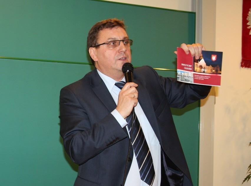 - Z naszego punktu widzenia łączenie biedy z nędzą do niczego dobrego nie doprowadzi - mówi o utworzeniu nowego województwa burmistrz Człuchowa Ryszard Szybajło