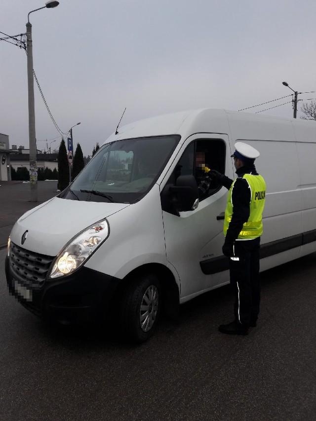 """Policjanci z Golubia-Dobrzynia włączyli się w ogólnopolskie działania """"TRUCK & BUS""""."""
