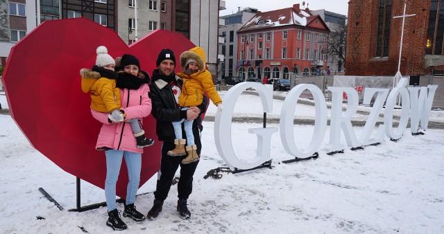 Na Starym Rynku w Gorzowie stanęło dziś wielkie serce! Można było zrobić sobie przy nim romantyczne zdjęcie.