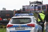 29-letni policjant zginął na przejeździe kolejowym w Białczu. W jego volkswagena uderzył rozpędzony pociąg