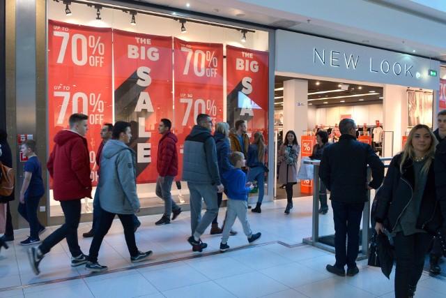 Wiele sklepów wystartowało z promocją sięgającą 70 procent na wybrany asortyment.