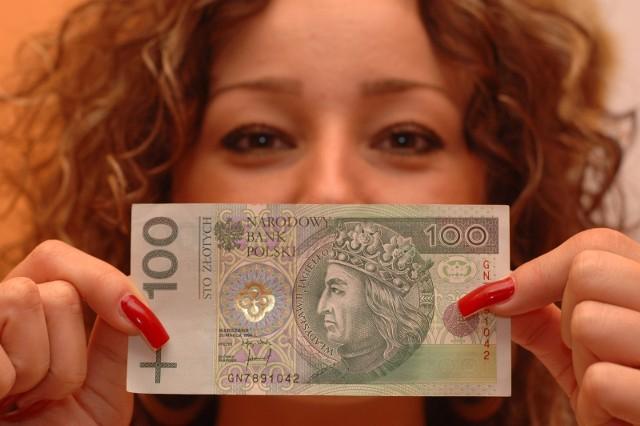 Banknot, który masz w portfelu, może być warty kilkaset, a nawet kilka tysięcy złotych. Jak to możliwe? Znaczenie ma jego numer seryjny. Które banknoty są najbardziej poszukiwane przez kolekcjonerów? Ile są warte? Sprawdź, jakie banknoty trzymasz w portfelu. Możesz zarobić fortunę! Czytaj dalej  >>> TUTAJ