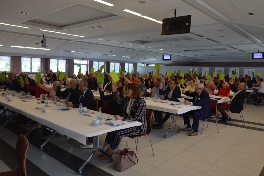 Delegaci na walnym zjeździe spotkają się prawdopodobnie raz jeszcze w Polskiej Cerekwi, ale siedzieć będą znacznie luźniej.