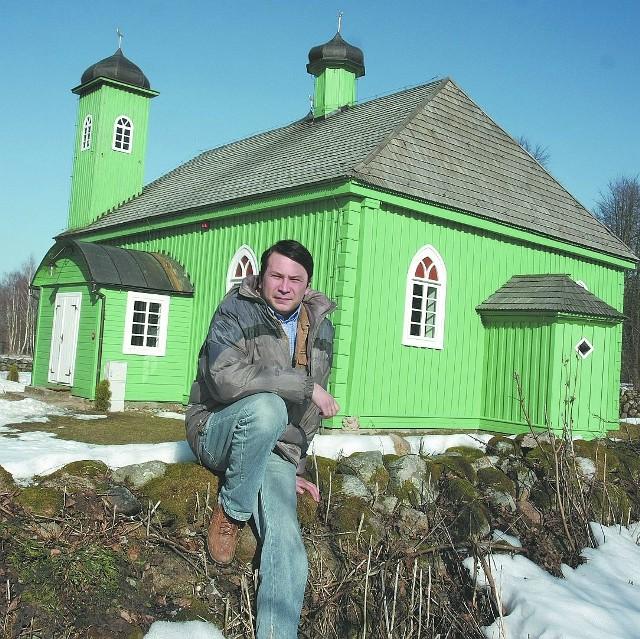 Dżemil Gembicki jest opiekunem meczetu. Jego przodkowie przybyli do Kruszynian w XVII wieku.