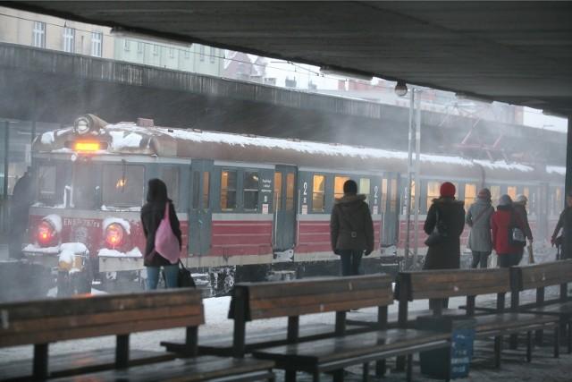 Zima paraliżuje kolej.