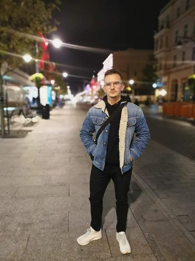 """Szymon Tomaszewski napisał opowiadanie """"Oda al jamón"""". W nagrodę wyjedzie na tygodniowy kurs językowy do Malagi bądź Sewilli"""