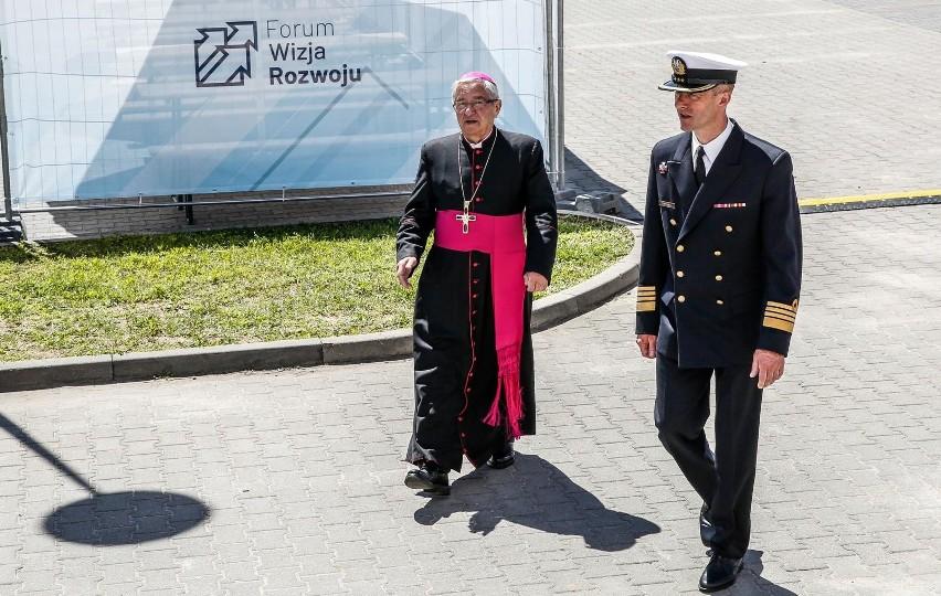 Arcybiskup Sławoj Leszek Głódź pod lupą Watykanu. Chodzi o domniemane tuszowanie przestępstw seksualnych. Tak ustaliło OKO.press