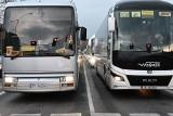 Protest przewoźników w centrum Kielc. Wyjechało kilkadziesiąt autobusów i busów. W mieście komunikacyjny paraliż [ZDJĘCIA, WIDEO]