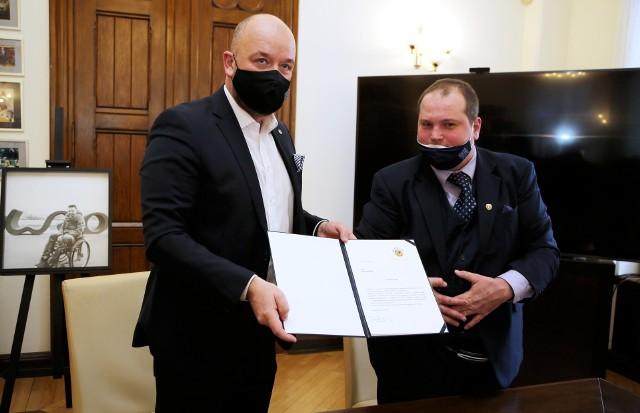 Michał Piechel został powołany przez Jacka Sutryka na stanowisko Społecznego Doradcy Prezydenta Wrocławia ds. Osób z Niepełnosprawnościami.