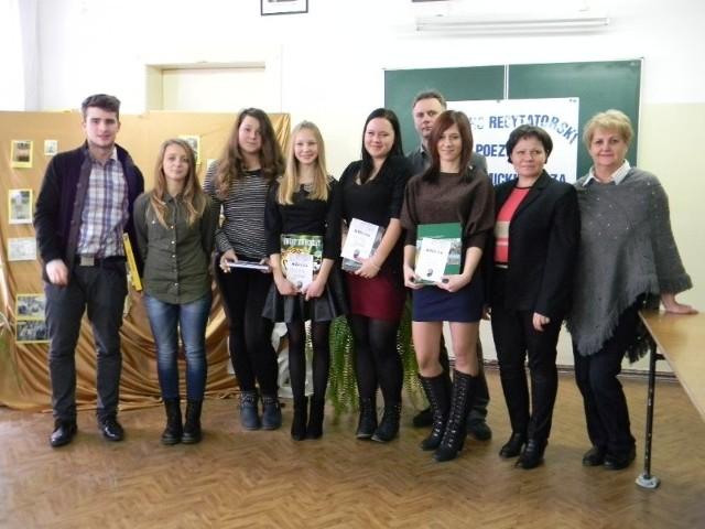 W Zespole Szkół Ponadgimnazjalnych w Łodzierzy odbył się VI Powiatowy Konkurs Recytatorski Poezji Adama Mickiewicza.