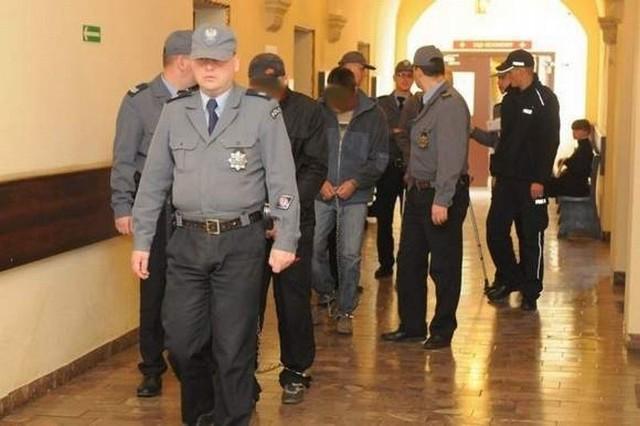 Oskarżeni Jan Z., Dariusz S. i Jan R. przebywają w areszcie w Bydgoszczy. Jan Z. przyznaje, że Daniel zmarł w jego mieszkaniu, ale twierdzi, że nie rpzyłożył ręki do śmierci mężczyzny.