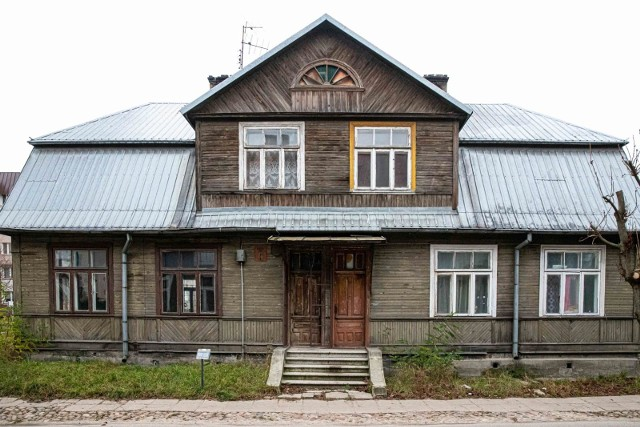 Dom mieszkalny przy ul. Złotej 8 w Białymstoku stanowi autentyczny dokument historii rozwoju architektonicznego i urbanistycznego miasta Białegostoku zachodzącego w dwudziestoleciu międzywojennym.